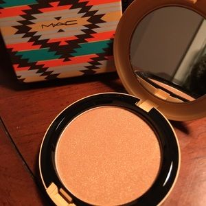 Vibe Tribe Collection Bronzing Powder in Firebrush